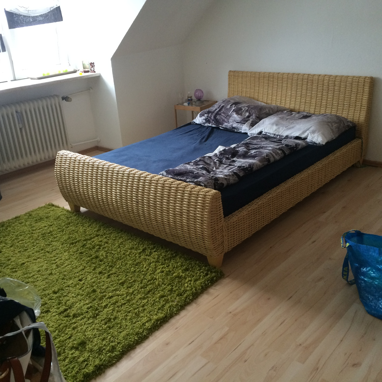 Schlafzimmer mit Doppelbett und Frühstück, short term room in ...