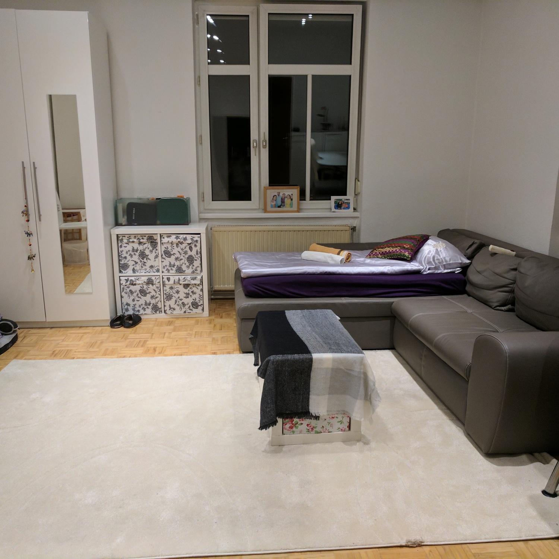 Fesselnde Großes Schlafsofa Foto Von Bequem & Riesig In Großes Helles Zimmer,